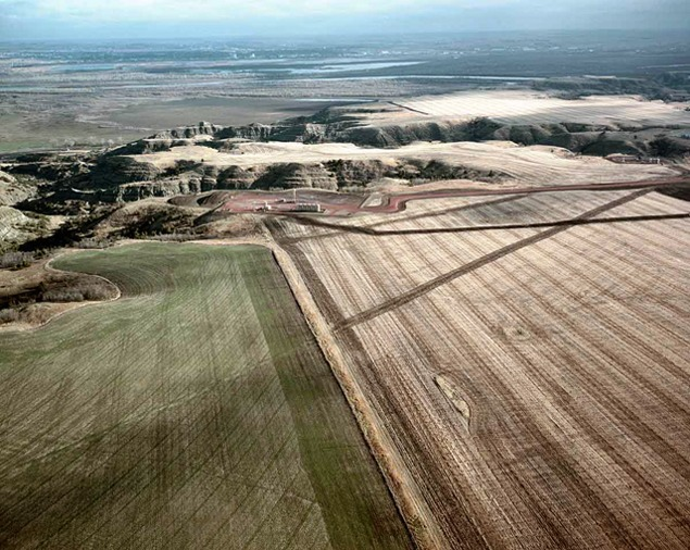 Oil pad and pipe lines near Missouri River, 2012. Photo by Terry Evans.