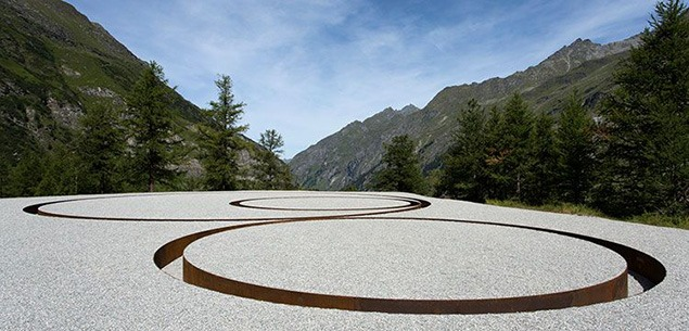 Michael Heizer, Tangential Circular Negative Line (1968-2012). All images by Robert Hofer, courtesy of AIR & Art Foundation.